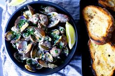 garlic wine and butter steamed clams | smittenkitchen.com