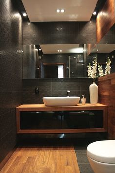 Asian-style bathroom – natural colors, wood, simple … – World of Light Bathroom Design Luxury, Bathroom Layout, Modern Bathroom Design, Small Bathroom, Master Bathroom, Bathroom Wall, Wc Decoration, Toilet Design, Beautiful Bathrooms