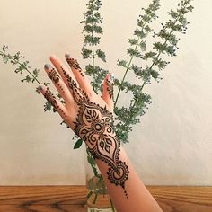 Every now and then I remember henna that my fabric or pillows aren't the ONLY backdrop for henna pics. Bridal Henna Designs, Henna Designs Easy, Mehndi Designs, Mehndi Tattoo, Henna Mehndi, Henna Tattoos, Mehendi, Black Henna, White Henna