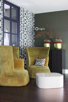 silk pinted non-woven wall covering cubism black and white. Collection Mariska Meijers, Origin - luxury wallcoverings.