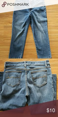 """Crop Jeans Cute, comfy crop jeans 78% cotton. 20% polyester  2% spandex  Waist. 32 Rise. 9.5 Inseam. 22 Total length 30"""" St. John's Bay Jeans Ankle & Cropped"""