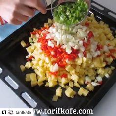 "PİSİRYOLLA on Instagram: ""@tarifkafe ・・・ Arap Tavası MALZEMELER: • 500 gr orta yağlı kıyma • 4 adet patates • 6 diş sarımsak • 2 adet kırmızı…"" New Recipes, Macaroni And Cheese, Food And Drink, Salad, Vegetables, Cooking, Ethnic Recipes, Instagram, Hotels"