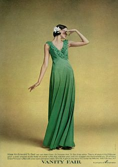 Love the background, lighting, and angle 1974 Fashion, Retro Fashion, Vintage Fashion, Vintage Style, Vintage Green, Vintage Ads, Retro Style, Vintage Decor, Vanity Fair Lingerie