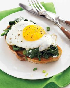 When you don't have time to whip up hollandaise and poach eggs -- make this shortcut version of eggs florentine.