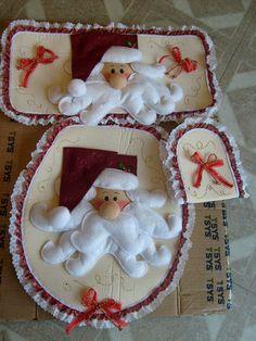 Resultado de imagen para molde de lunas navidad Christmas Bells, Christmas Love, Christmas Holidays, Christmas Crafts, Xmas, Christmas Ornaments, Felt Decorations, Christmas Decorations, Holiday Decor