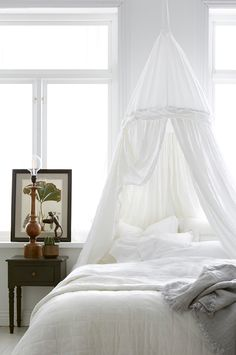 Inget ändrar ett sovrum som nya textiler! Här får ni smarta tips hur ni enkelt förvandlar ert trista sovrum billigt till lyxigt och sexigt.