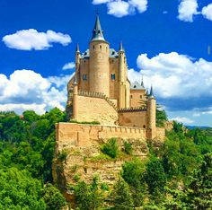 The Alcázar of Segovia is a castle, located in the old city of Segovia, Spain. Rising out on a rocky crag above the confluence of two rivers near the Guadarrama mountains, it is one of the most distinctive castle-palaces in Spain by virtue of its shape – like the bow of a ship.  Photo by bryanbarnett via Instagram #amitrips #architecture #travel