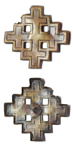 An incomplete Post Medieval copper alloy crosslet mount or badge depicting the arms of Jerusalem.  The mount is in the form of a cross – crosslet with slightly hollowed reverse with no indication of a pin or other mounting mechanism on the reverse. Date: circa 1800 – 1900. Dimensions: 29,5 x 29,5 mm, thickness: 1,5 mm. Weight: 1,2 mm. Found: Lancashire 2016. #metaldetecting, # 0418