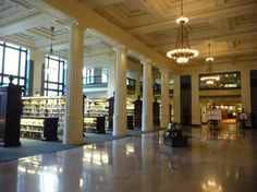 The main hall as you enter the Kansas City Puble Library. One cool place!
