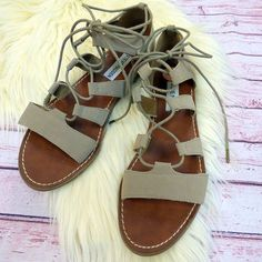 Sandals season is coming! Steve Madden taupe sandals size 7 $14  .  .  Gotta have it? We do phone orders! Call: 610-455-1500 or  Shop: 1369 Wilmington Pike Hours: Mon- Sat: 10-8 Sun: 12-6  We ship and deliver free to our sister stores: Springfield & East Norriton. We Ship to Your Home!  #smallbiz #shopsmall