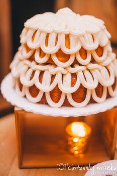 Nothing Bundt Cakes Crooked Willow Farms Wedding- KMitiska Photography #weddingcake