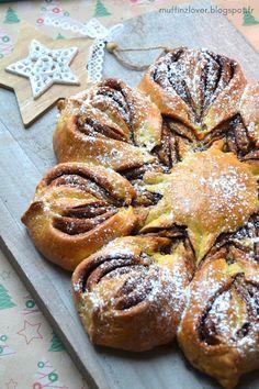 Recette facile brioche étoile / flocon au Nutella - muffinzlover.blogspot.fr Brioche Nutella, Xmas Food, Dessert Recipes, Xmas Recipes, Biscotti, Pesto, Baked Goods, Sweet Recipes, Desert Recipes