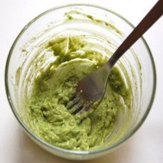 DIY Masque : Description Best DIY Hair Masks And Face Masks : Natural Damaged Hair Treatment: mix in a fresh avocado an egg about 2 tablespo Natural Face, Natural Hair Styles, Long Hair Styles, Natural Makeup, Natural Lifestyle, Healthy Lifestyle, Get Healthy, Healthy Hair, Avocado Hair Mask