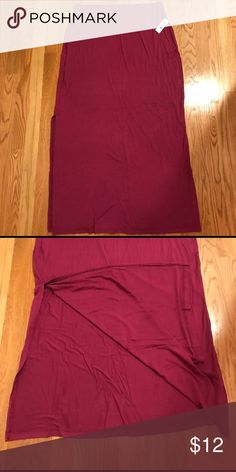 NWT Old Navy Maxi Skirt Size Large 💕 NWT Old Navy Maxi Skirt size large!  This has a slit up each side and is super adorable!  Perfect for the night out or the day at the office! 💕 Old Navy Skirts Maxi