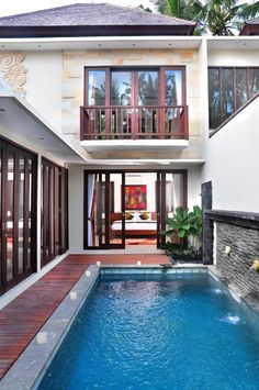Located in Ubud, Kakul Villa Ubud offers modern accommodation with stylish décor. It features an outdoor pool and lush tropical garden. Tropical Garden, Ubud, Outdoor Pool, Holiday Ideas, Villa, Embroidery, Mansions, House Styles, Modern