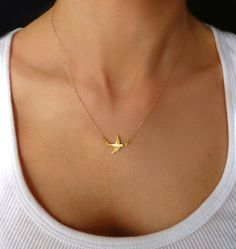 Small Bird Necklace  Tiny Bird Charm Necklace  door GlassPalaceArts, $29.00