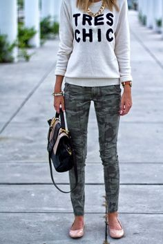Camo Chic…camo or forest green skinny pants, gray graphic sweatshirt, pink ballet flats