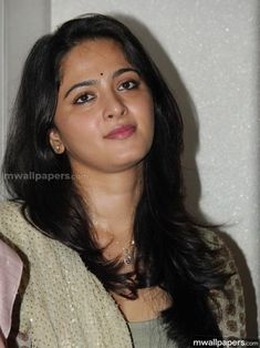 Anushka Shetty is beautiful sweet cute actress of South India. She is very sexy hot and good looking actress and model who mainly works in Tamil and Telegu Anushka Latest Photos, Anushka Photos, Anushka Images, Cute Beauty, Beauty Full Girl, Beauty Women, Beautiful Girl Indian, Most Beautiful Indian Actress, Beautiful Women