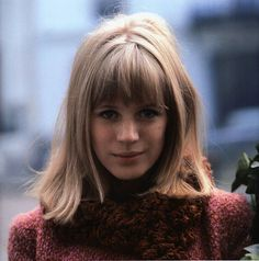 Marianne Faithfull in Paris, France Photo by Roger Kasparian. Born December 1946 Marianne Evelyn Faithfull is an English singer, songwriter and actress, whose career has spanned six decades. Marianne Faithfull, Divas, Rock And Roll Girl, 1960s Hair, Twiggy, Female Singers, Vintage Hairstyles, Prom Hairstyles, Timeless Beauty