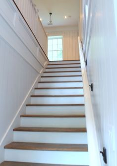 The Inn at Little Pond Farm – glossy white handrail Built In Lockers, Built In Bench, Interior Architecture, Interior And Exterior, Cottage Stairs, Inside A House, Open Staircase, Farmhouse Remodel, Wall Molding