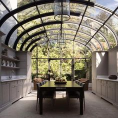 33 Inspiring Conservatory Kitchen Design Ideas - People build conservatories for many reasons. Traditional conservatories served as greenhouses that were attached to homes to cut down on building cos. Dream Home Design, My Dream Home, Home Interior Design, Exterior Design, Design For House, Glass House Design, Style At Home, Conservatory Kitchen, Greenhouse Kitchen