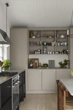 Clean Kitchen: 60 Amazing Designs and Designs - Home Fashion Trend Kitchen Dining, Kitchen Decor, Kitchen Cabinets, Kitchen Ideas, Traditional Kitchen Inspiration, Best Kitchen Colors, Kitchen Appliance Storage, Craftsman Home Interiors, Stylish Kitchen