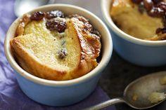 Cette recette de pudding au pain et au beurre est un incontournable.