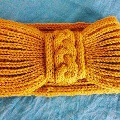 Turbante para tener el pelo recogido y las orejas calentitas. Está hecho con Merino classic de @katiayarns. #turbantedelana #turbantedepunto #turbantehechoamano #turbantedepuntoingles #regaloshechosamano #regalosestupendos #laboresartesanales #lanas #laboresdelana Crochet Girls, Crochet Baby, Free Crochet, Knit Crochet, Knitting Projects, Knitting Patterns, Crochet Patterns, Knitted Headband, Knitted Hats
