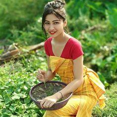 Kashta Saree, Saree Dress, Girl Pictures, Girl Photos, Stylish Photo Pose, Indian Photoshoot, Bodo, Saree Styles, Mandala Design