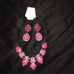 Pink statement necklace & matching earrings Pink statement necklace & matching earrings Jewelry Necklaces