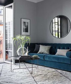 Small apartment with a Boutique hotel feel Kleine Wohnung mit Boutique-Hotel-Flair - via Coco Lapine Small Apartment Living, Living Room On A Budget, Chic Living Room, Small Living Rooms, Living Room Sets, Modern Living, Living Spaces, Cozy Living, Small Apartments