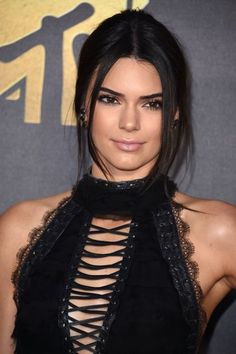 Kendall Jenners Bubble Ponytail From The Mtv Movie Awards Wins Hairstyle Of The Night