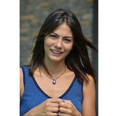 Demet Özdemir in Erkenci Kus Turkish Women Beautiful, Turkish Beauty, Gorgeous Men, Stylish Girl Pic, Models, Turkish Actors, Fashion Pictures, Beauty Women, Celebrity Style
