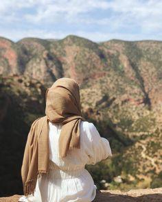 Hijab Casual, Hijab Chic, Hijabi Girl, Girl Hijab, Muslim Girls, Muslim Women, Girl Photo Poses, Girl Photos, Hijab Gown