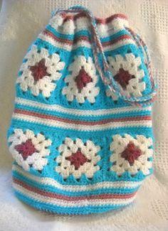 It's in the (granny square) bag crocheted granny square beach bag – love, love, love! Crochet Cross, Crochet Granny, Crochet Motif, Diy Crochet, Crochet Stitches, Crochet Baby, Crochet Patterns, Crochet Handbags, Crochet Purses