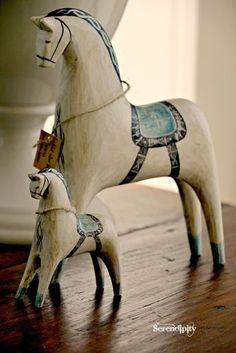 My Dala Horses We recently returned from a wonderful trip through Scandinavia. Whist in Sweden I bought these gorgeous little Dala. Horse Sculpture, Animal Sculptures, Pottery Animals, Equestrian Decor, Scandinavian Folk Art, Wooden Horse, Painted Pony, Carousel Horses, Horse Art