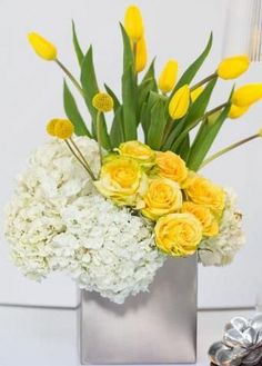 There are so many ways on Tulip Arrangement, now we will show you nice tips about Tulip Arrangement ideas that you can do it by yourself. One kind of flower arrangement popular in a wedding bouque… Yellow Tulips, Tulips Flowers, Fresh Flowers, Spring Flowers, Silk Flowers, Beautiful Flowers, Deco Floral, Arte Floral, Spring Flower Arrangements