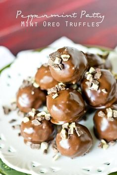 Peppermint Patty Mint Oreo Truffles stuffed with peppermint patties and Andes mints. Oreo balls with a twist! Homemade Peppermint Patties, Homemade Candies, Delicious Desserts, Dessert Recipes, Chocolate Candy Recipes, Truffle Butter, Mint Oreo, Oreo Truffles, Andes Mints