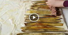 Patlıcanlı Pratik Beyti Kebabı Malzemeler; 4-5 adet patlıcan Uzun uzun ince ince kesip yağlı kağıt serili tepsiye dizin. Fırçayla biraz zeytinyağı sürün ve tuz serpin. 180 derecel