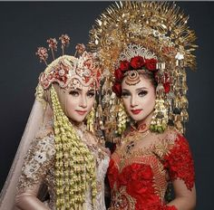 Modest Muslim Wedding Dresses - New Mehndi Designs & Fashion Muslim Wedding Dresses, Wedding Hijab, Thai Traditional Dress, Traditional Wedding Dresses, Beautiful Bride, Beautiful Outfits, Indonesian Wedding, Wedding Looks, Bridal Makeup