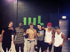 JB w/ his Crew showing us his Abs