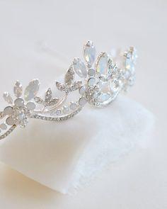 Bridal Crown, Bridal Tiara, Bridal Headpieces, Bridal Updo, Crown Aesthetic, Fantasy Jewelry, Tiaras And Crowns, Silver Roses, Rose Gold