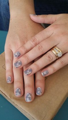Sharing my wrapplication tips today with a vip. All done in 20 minutes great nails thanks to #floraloasisjn #kozicanjam #jamkozyoucan #jamberry #nailfie