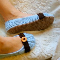 Cute as a Button Womens House Slipper Pattern | Two Girls Patterns.   Free