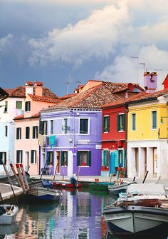 ✮ A stormy afternoon on the colourful Venetian island of Burano