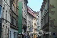 95-awesomefreephotos-old-town-street-buildings-750