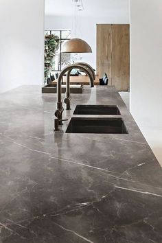 You would like an elegant kitchen, a robust kitchen or a scan . MARBLE KITCHEN You would like an elegant kitchen, a robust kitchen or a scan .,MARBLE KITCHEN You would like an elegant kitchen, a robust kitchen or a s. Marble Floor Kitchen, White Marble Kitchen, Wooden Kitchen, Kitchen Walls, Kitchen Cabinets, Elegant Kitchens, Beautiful Kitchens, Kitchen Interior, Kitchen Decor