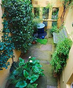 39 Beautiful Shady Plant Ideas for Small Garden. You're able to add a garden along the side of your house or another structure like your garage or garden shed. Small Courtyard Gardens, Small Courtyards, Back Gardens, Small Gardens, Narrow Garden, Side Garden, Small Garden Design, Garden Pictures, Front Yard Landscaping