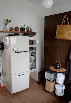 台所のレイアウトを変えてから、ひと月程になるだろうか。  昨日、焼き鳥やイカフライの油でギトギトになったこの無印良品のオーブントースターを掃除。 清...