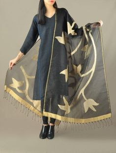 Black Floral Benarasi Net Dupatta Indian Suits, Indian Wear, Asian Fashion, Women's Fashion, Pakistani Outfits, Salwar Suits, Color Combinations, Desi, Sarees